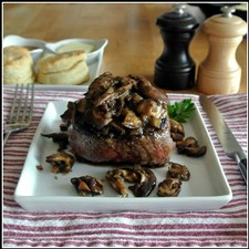 Filet Mignon with Mushrooms and Pinot Sauce